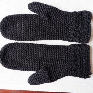 🐝 Hand Crafted Mittens NWOT